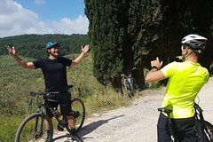 Chianti bike tour with wine & food tasting in an authentic Tuscan farm