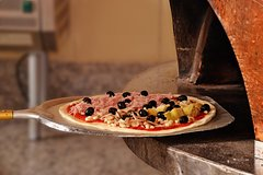 Rome: Pizza-Making Course with Dinner