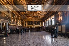 Doge's Palace and Venice Walking Tour Plus St. Mark's Square Museums