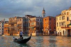 Gondola ride with Cicchetti and Wine on board