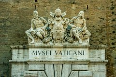 Friday Night Skip the Line Tour for the Vatican Museums and the Sistine Cha