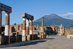 Pompeii Ruins & Wine Tasting with Lunch on Vesuvius with Private Transf