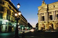 París de noche: Tour de la ciudad iluminada y espectáculo en el Moulin Rouge