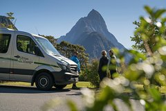Imagen Full-Day Milford Sound Hiking Tour with Cruise