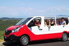 Chianti Wine Tour with Tuscan lunch. Visit Chiantis beauty in Open Top Van
