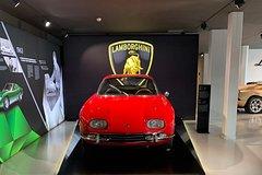 Lamborghini Full Day Experience: Test Drive, Lunch, Lamborghini Gadget incl