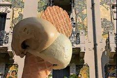 Visit old & newest Milan.Taste the best ice cream!