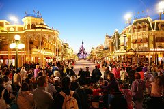 Imagen Private Paris Transfer Airport CDG to Disneyland or Versailles