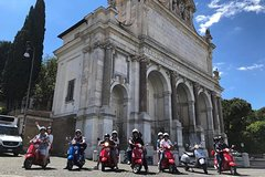 Beautiful Roma Tour on Vespa with driver