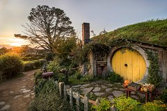 Imagen Waitomo Caves and 'The Lord of the Rings' Hobbiton Movie Set Day Trip from Auckland