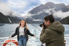 Imagen Full-Day Luxury Milford Sound Tour by Coach and Cruise and Aeroplane from Queenstown