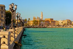 Private Transfer from Amalfi to Bari with 2 Sightseeing Stops