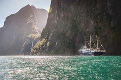 Imagen Milford Sound Mariner Overnight Cruise from Queenstown