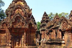 2-Days Private Tour Discovering Angkor Wat Grand Tour and Banteay Srey