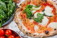 Pizza & Gelato: Family Cooking Class in Florence