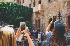 Best of Verona, Semi-Private Walking Tour with Arena priority entrance