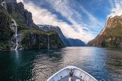 Imagen Milford Sound Day Trip by Coach, Cruise and Flight Including BBQ Lunch