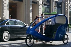 One Hour Shopping Tour in Rickshaw in Milan