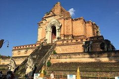 Private  Chiang Mai Temples City and Warorot Market Day Tour