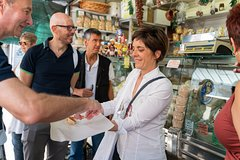 Small-group Street food tour in Positano