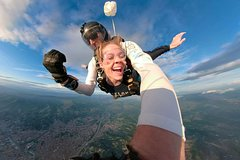 Silver - Tandem Skydive over Florence Downtown - Handycam video
