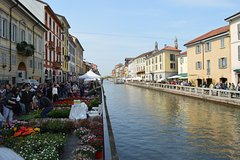 Milan Personal Shopper Experience in the Navigli Canal District
