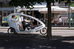 One Hour Sightseeing Tour in Rickshaw in Milan