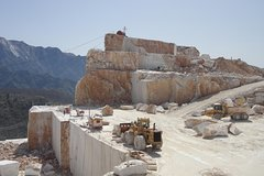 Tour of the Carrara quarries and artistic laboratories of Pietrasanta