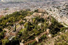 Imagen Excursão de dois dias a Granada saindo de Sevilha, incluindo acesso que evita as filas ao Palácio de Alhambra e aos Banhos Árabes