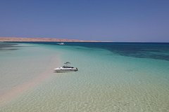 3 Hours Private Snorkeling and Abu Minqar Lonely Beach Trip By Speed Boat Hurghada