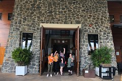 Sirromet Winery All inclusive Lunch @ Lurleens, Tour, Tastings and Transfers