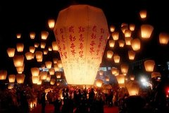 Pingxi Sky Lantern Flying & Shifen Old Street Stroll & Jioufen Old Street Tour