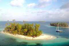 Discover the Caribbean in a Sailing Yacht from Cartagena to San Blas