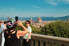 Walking Tour with Photographer in Florence!