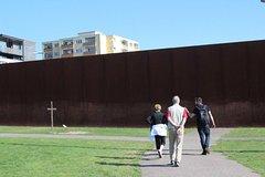 Imagen Recorrido privado: pasee a pie por el Muro de Berlín con un guía historiador