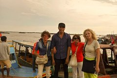 Explore Kompong Khleang Floating Village and Beng Mealea temple