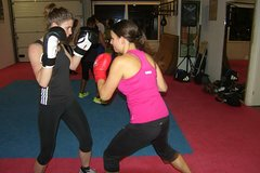 Blow off steam for 1 hour during intensive boxing training at Jimmy's Gym