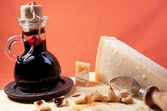 Food tour: Parmesan Cheese Balsamic Vinegar Red Wine, delicious lunch