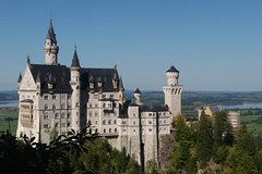 Full Day tour Castle Neuschwanstein inc- Carriage ride and Skip the line tour