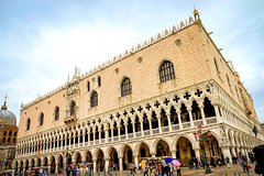 Venice Walking Tour with Gondola ride, St Mark cathedral and Doge's palac