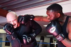 Active boxing training with fanatic trainers at Anda Boxing Club