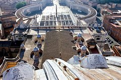 Private 2.5 Hour Tour of St. Peters Basilica with Popes Tombs & Dome Ac
