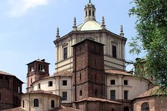 San Lorenzo and SantEustorgio Churches Walking Tour