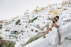 60 Minute Private Vacation Photography Session with Local Photographer in Santorini