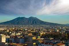 Private Transfer - Amalfi to Naples with 2h of Sightseeing: Vesuvius &