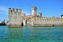 Visit to the peninsula of Sirmione with boat ride