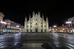 Milan private guided tour by night
