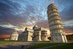 Private car trip to Lucca and Pisa from Florence (8 h)