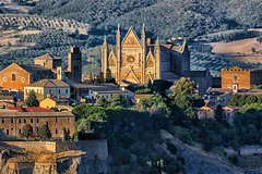 Private One way transfer from Florence to Rome with 2 hours stop in Orvieto