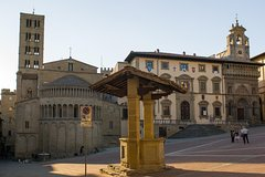 Private car trip to Arezzo and Cortona from Florence (10 h)